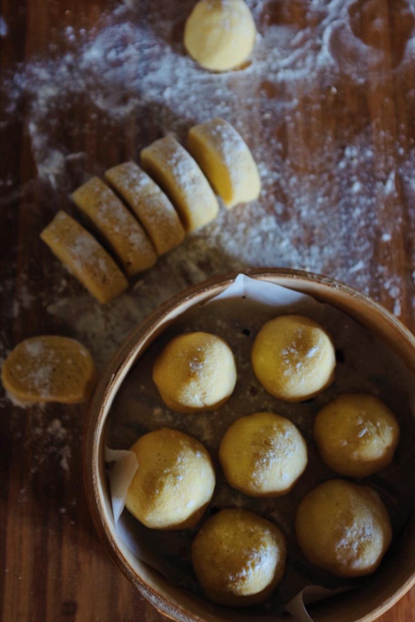 steamed corn bread 窩窩頭
