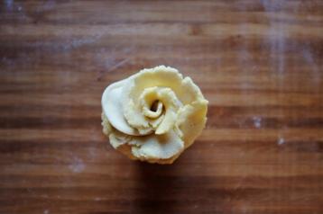 valentine's day steamed rose bun